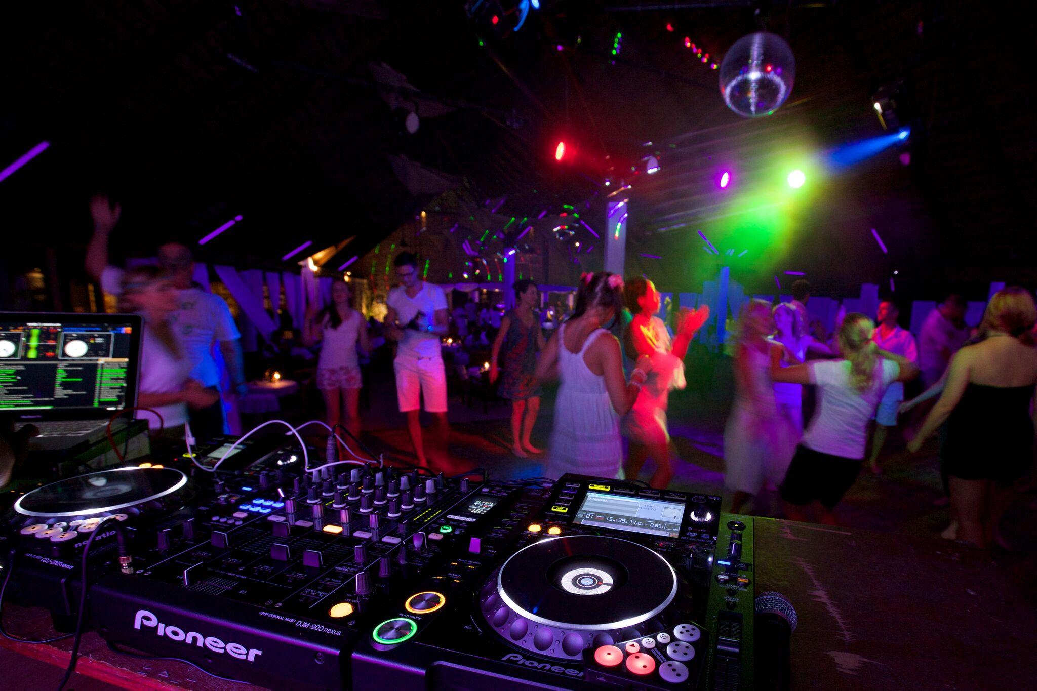 Kuredu White Night Party