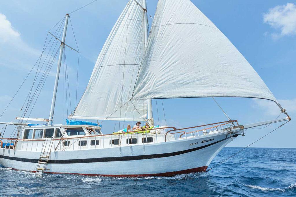 Yachting in Komandoo